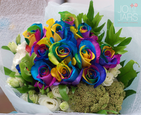 JOandJARS_RainbowRoses_Bouquet_Blue