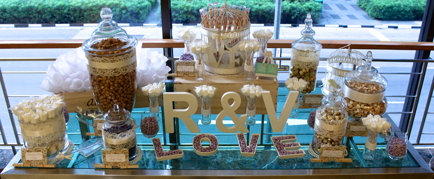 JOandJARS_CandyBuffet_Wedding_Vintage_White_Purple_Gold