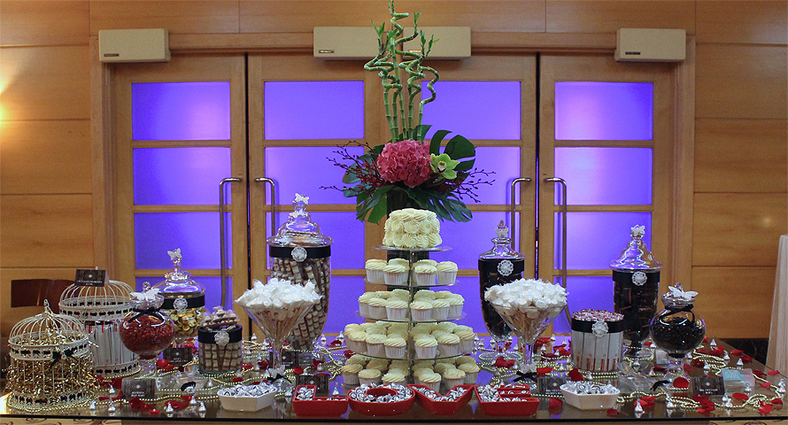JOandJARS_CandyBuffet_FullertonHotel_WeddingDinner_TheBallroom_GreatGatsby_Black_Red_Gold_White